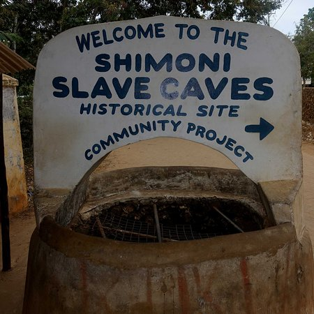 Shimoni, Kenya: well opposite entrance to slave cave