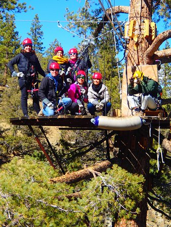 Wrightwood, Califórnia: Our group in between zips