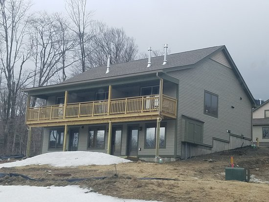 Jay Peak Resort: Timeberline cottages from the road