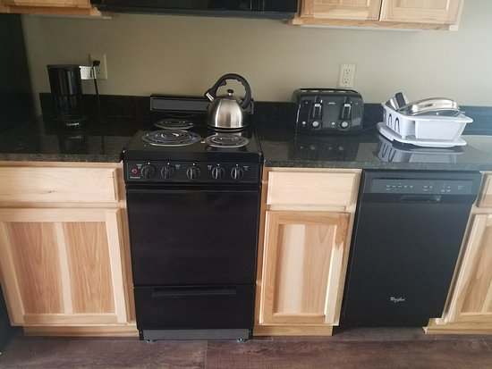 Jay Peak Resort: Basic (do you see the size of the coffee pot for a cottages that sleeps 4?)