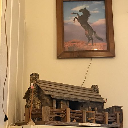 Ingram, TX: Interior of the Hunter House cafe