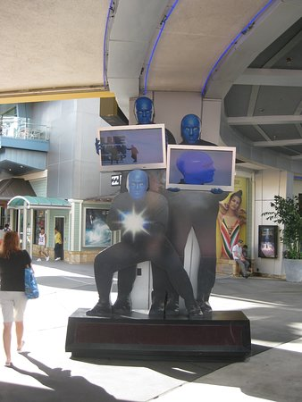 Advertisement for Blue Man Group