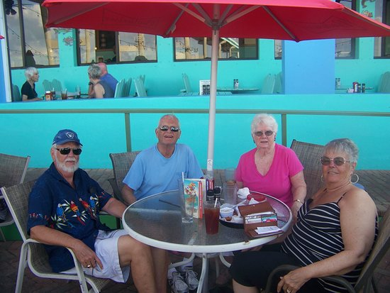 Nervous Nellie's Ft Myers Beach : Lunch on the deck at Nerveous Nellies