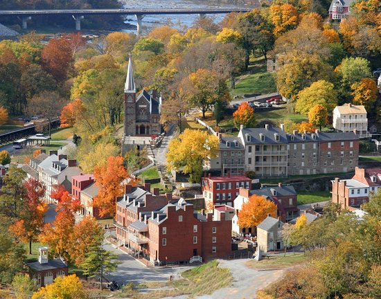 Harpers Ferry, Virginia Occidental: Looking into lower town from Marrylaand Heights, across the Potomac River.