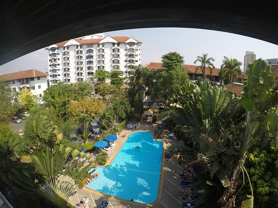 Diana-Oasis Residence Hotel/Studios & Garden Restaurant: Direct pool-views from many rooms...