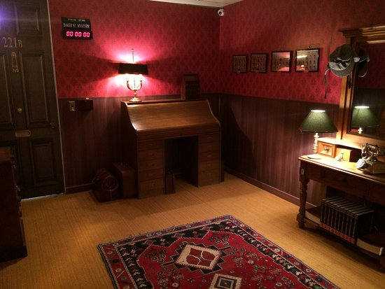 Social Escape Rooms