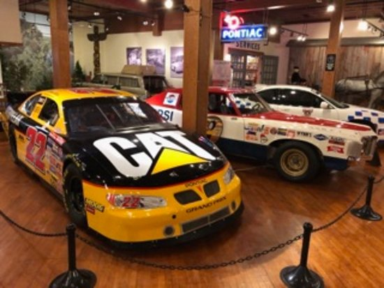 Pontiac, IL: Well dressed museum features current & vintage examples