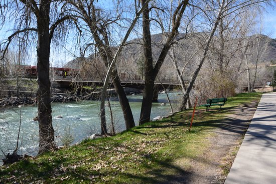 Animas River Trail: Peaceful