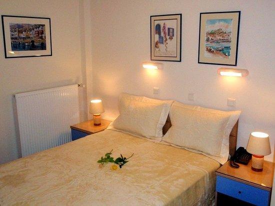 Hotel taxiarhis vranas gr kenland hotel anmeldelser for Media room guest bedroom