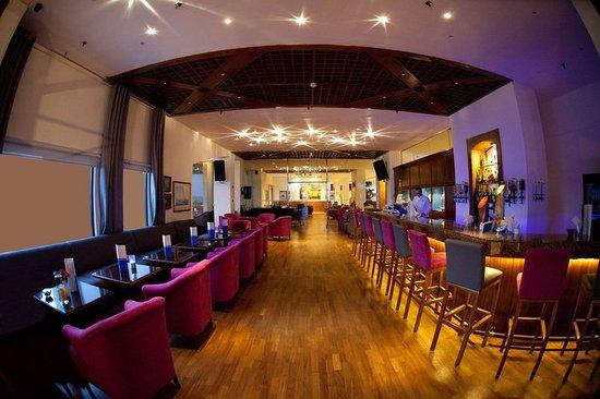 St Raphael Resort: Bar/Lounge
