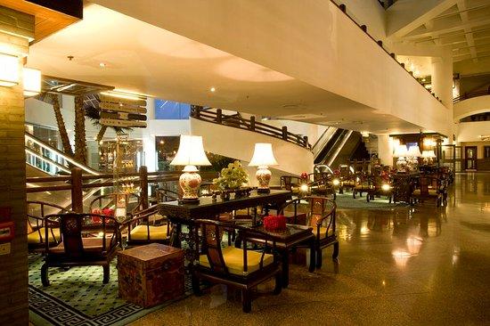 Landmark Towers Hotel: Lobby