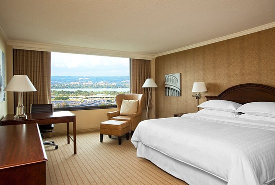 Sheraton Pentagon City Hotel: Guest room