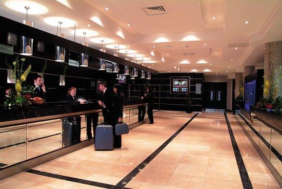 Crowne Plaza Hotel Dublin Airport: Lobby