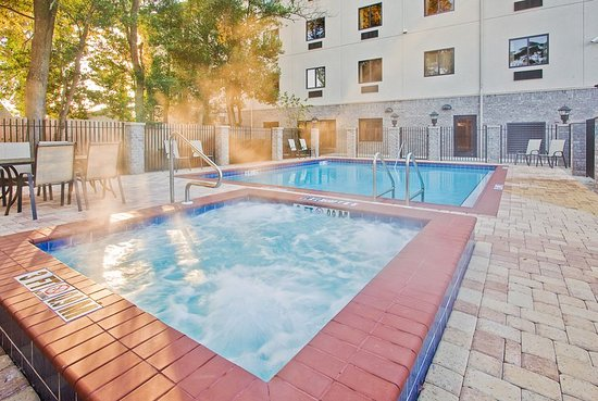 Holiday Inn Express Hotel & Suites - Pensacola West-Navy Base: Pool