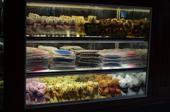 The Cheesecake Factory: gifts on display