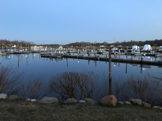 Hyatt Place Long Island East End: Marina at back of hotel
