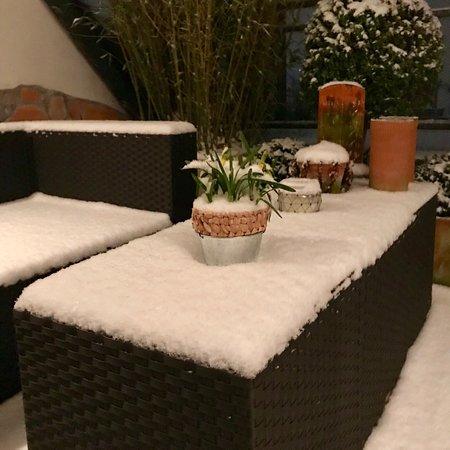 B & B Cologne Filzengraben : Bed & Breakfast Cologne Filzengraben - Terrasse an einem Winter Abend