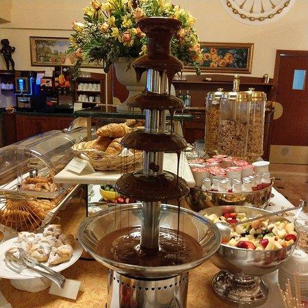 il buffet della ricca colazione picture of santa barbara hotel rh tripadvisor com buffet santa barbara ca buffet santa barbara california
