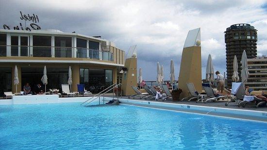 Bull Reina Isabel & Spa: großer beheizter Pool auf dem Dach