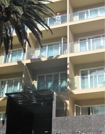 Bull Reina Isabel & Spa: Zimmer über Hoteleingang