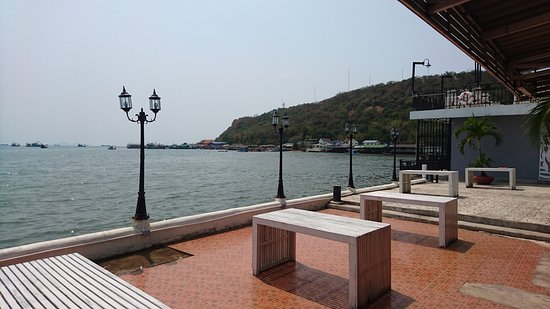 Laem Chabang, Thailand: Outdoor seating and seaview