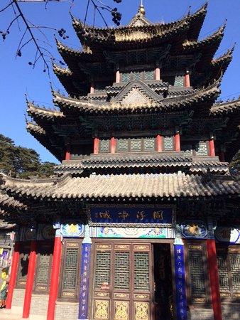 Mount Qian Shan: Temple at Qianshan park (Anshan - China)