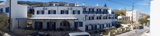 Apollon, Yunani: Adonis Hotel