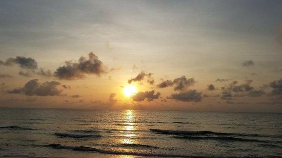 Chaweng Noi Beach: 20180302_065347_001_large.jpg