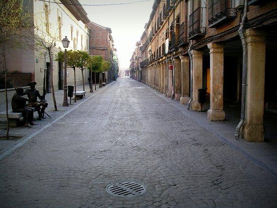 Calle Mayor: Desde la Casa Museo de Cervantes