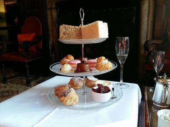 Lewdown, UK: Tea for two