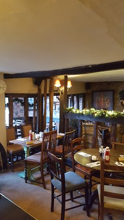 Norton St Philip, UK: The cosy dining room