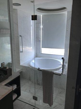 Charmant Bangkok Marriott Hotel Sukhumvit: Bad Mit Dusche Und Badewanne