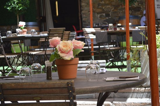 Cape Heritage Hotel: Fresh flowers in the courtyard