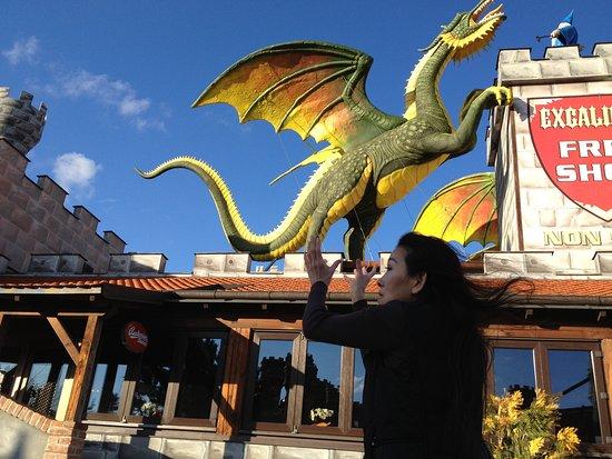 Excalibur City: テーマパークで!