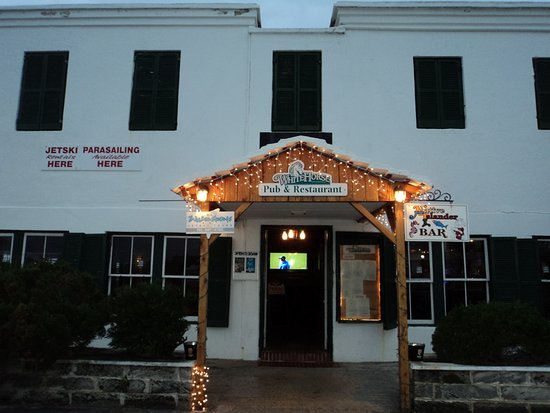 White Horse Pub & Restaurant: Outside enterance
