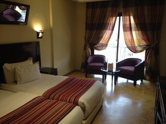 foto de les trois palmiers marrakech. Black Bedroom Furniture Sets. Home Design Ideas