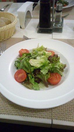 Budapest Hotel : салат на ужине