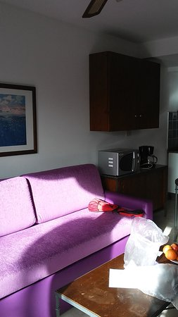 eó Maspalomas Resort: Nedre plan med kök och bäddsoffa övre våning med dubbel säng och bad duch