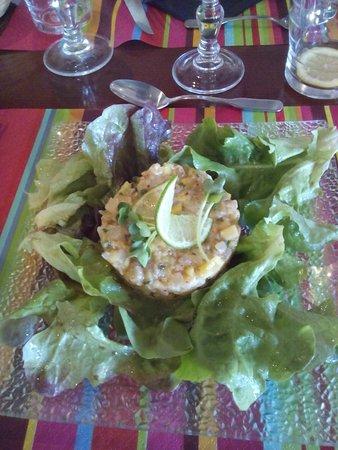 Castelculier, Francia: Tartare de poissons (du menu à 25€)