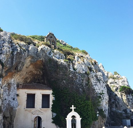 Kloster Faneromeni: Монастырь фактически вырублен в скале