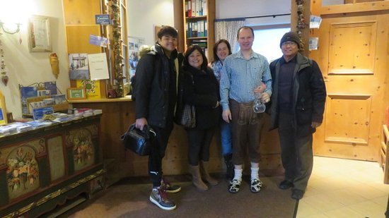 Hotel Garni Pension Hubertus: here we are together with the owner taken at the lobby