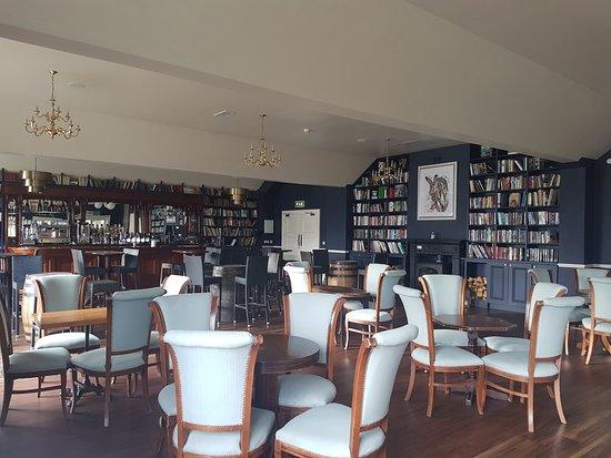 Blessington, Irland: New library bar