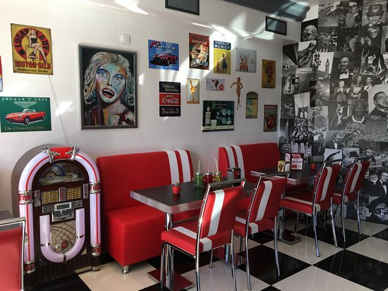 Déco vintage au son du juke box - Picture of Snack La Galere ...