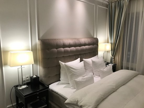 Hotel D'Angleterre: The bed