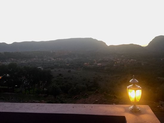 Kasba Oum Hani D'OUZOUD : Aussicht in das Tal und die Berge um Ouzoud