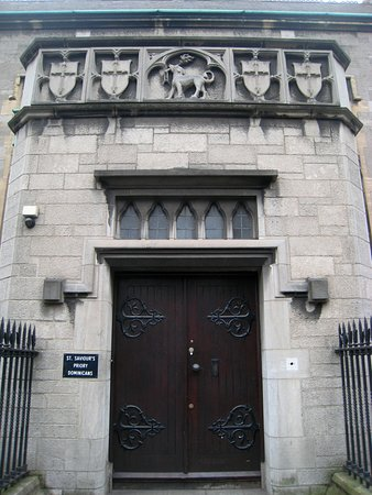 Waterford, Irland: Ornate entrance