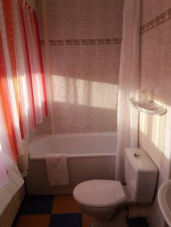 escatel hotel m con france voir les tarifs 135 avis et 24 photos. Black Bedroom Furniture Sets. Home Design Ideas