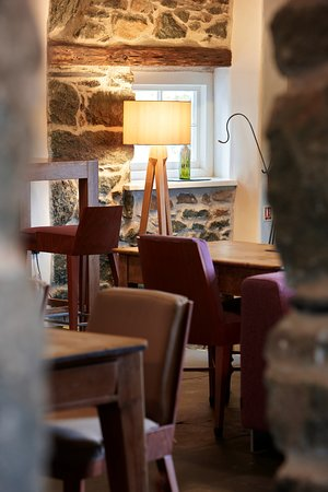 Brithdir, UK: Enjoy a local real ale or a glass of something fizzy in our bar