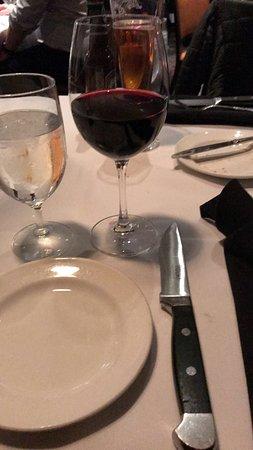 Del Frisco's Double Eagle Steak House: Biffen kommer med en sikkelig biffkniv : )