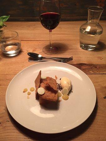 Newport -Trefdraeth, UK: Dessert - apply with cream